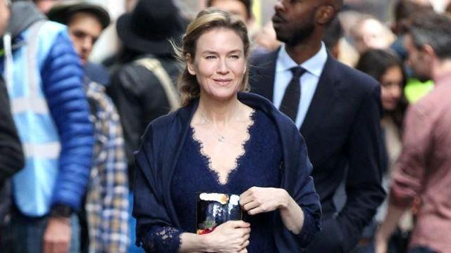 The dress in blue lace by Bridget Jones (Renee Zellweger) in Bridget Jones 3