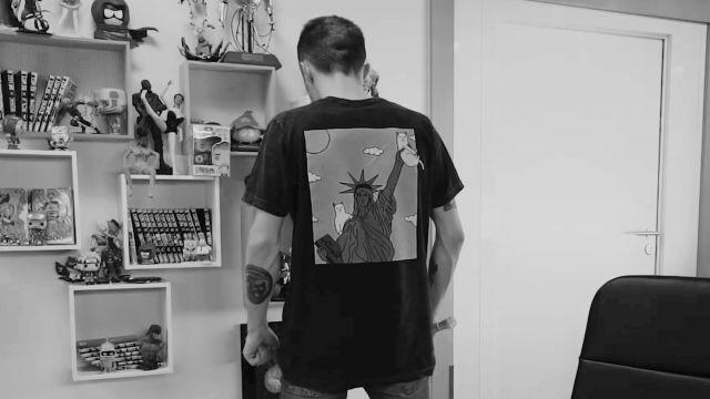 Le t-shirt Statue de la liberté de Squeezie dans sa vidéo J'ai réussi l'impossible...