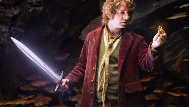 Burgandy frac porté par Bilbon Sacquet (Martin Freeman) comme on le voit dans Le Hobbit: Un Voyage Inattendu