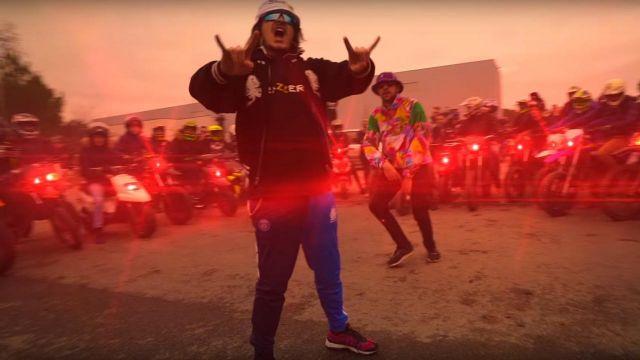 Le sweatshirt à capuche Brazzers de Lorenzo dans son clip Le son qui fait plaiz