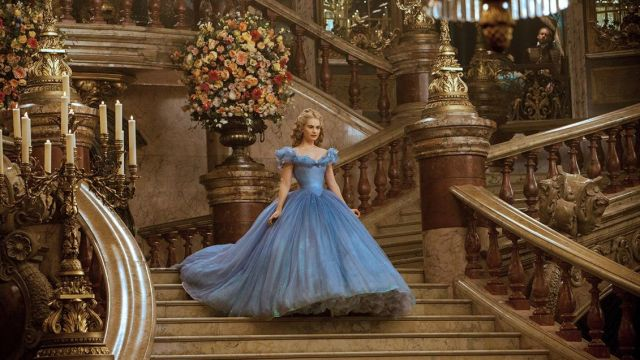 La robe bleue de Cendrillon (Lily James) dans Cendrillon