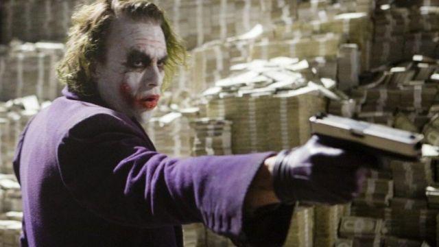 The long coat purple Joker's (Heath Ledger) in Batman : The Dark Knight