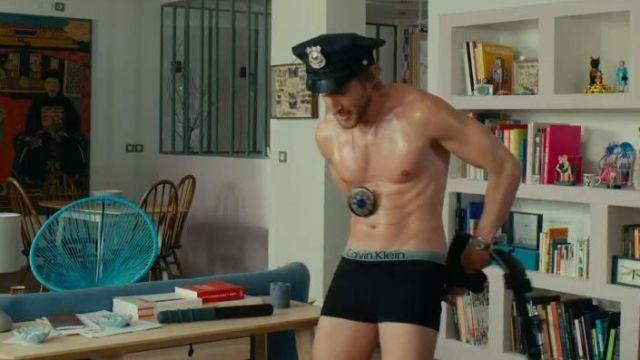 Le boxer noir Calvin Klein de Grégory Van Huffel (Philippe Lacheau) dans le film Alibi.com