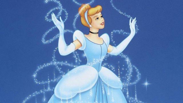 La robe de bal bleu clair de Cendrillon dans le dessin animé Cendrillon