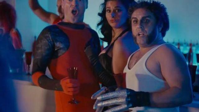 Les flûtes à champagne de couleur rouge vu dans le film Alibi.com