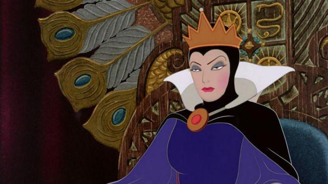La Couronne De La Méchante Reine Dans Le Dessin Animé