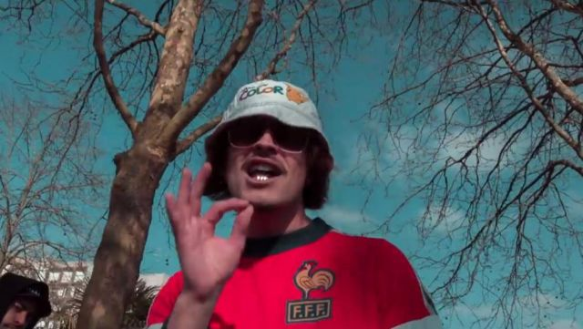 Le bob Game Boy de Lorenzo dans son clip Freestyle du sale