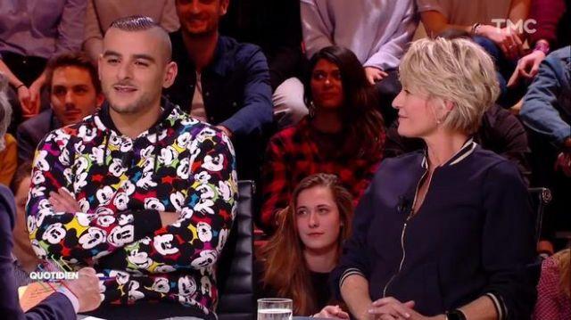 Le sweatshirt à capuche avec des têtes de Mickey de Sofiane dans l'émission Quotidien