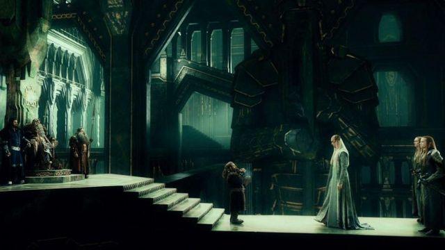 Thranduil (Lee Pace) de long costume dans Le Hobbit: Un Voyage Inattendu