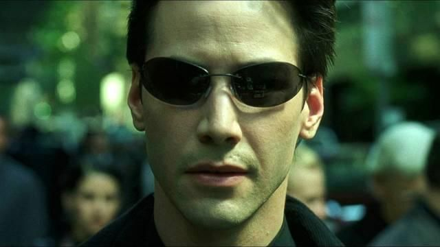 Sunglasses Neo (Keanu Reeves) in the Matrix