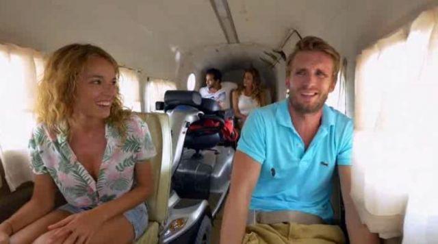 Le polo Lacoste bleu ciel de Franck (Philippe Lacheau) dans le film babysitting 2