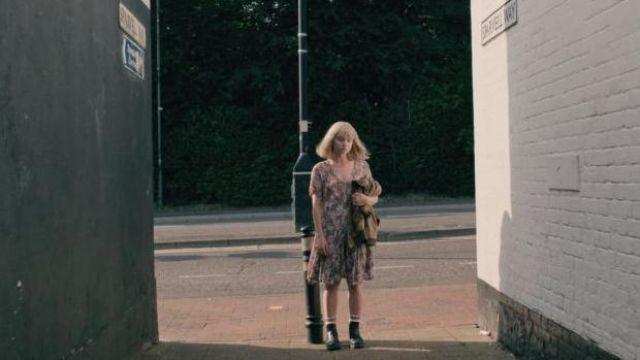 Chelsea Boots portés par Alyssa (Jessica Barden) comme on le voit dans la Fin de La F***ing Monde S01E08
