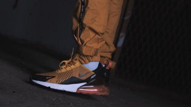 La paire de sneakers Nike Air Max 270 curry de zed dans le