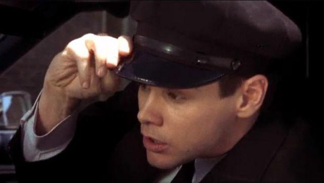 The cap car driver Lloyd Christmas (Jim Carrey) in the movie