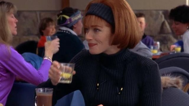 The black sweater turtleneck Mary swanson (Lauren Holly) in