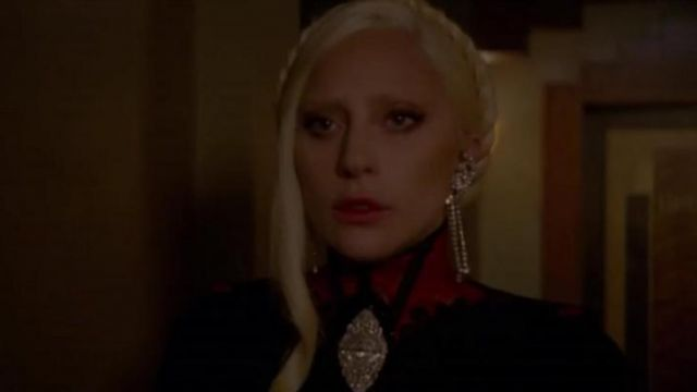 The necklace victorian Countess (Lady Gaga) in American Horror Story : Hotel