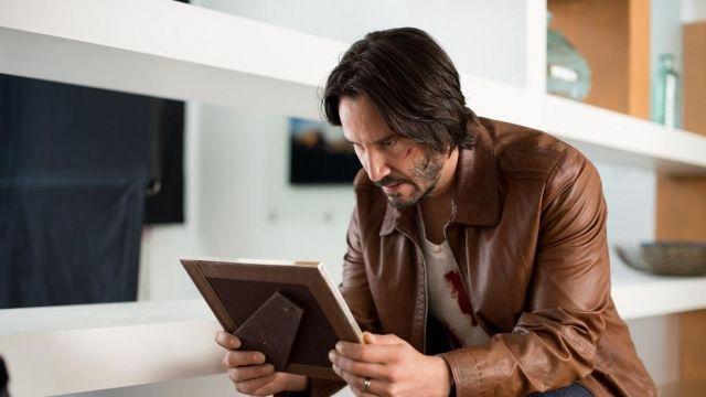 The leather jacket brown of John Wick (Keanu Reeves) in John Wick