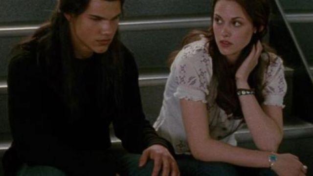 The turquoise bracelet Bella (Kristen Stewart) in Twilight, chapitre 1 : Fascination