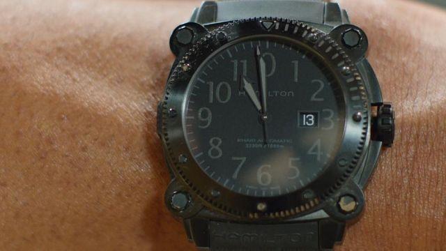 La montre Hamilton Khaki BelowZero de Bob Stone (Dwayne Johnson) dans Agents presque secrets