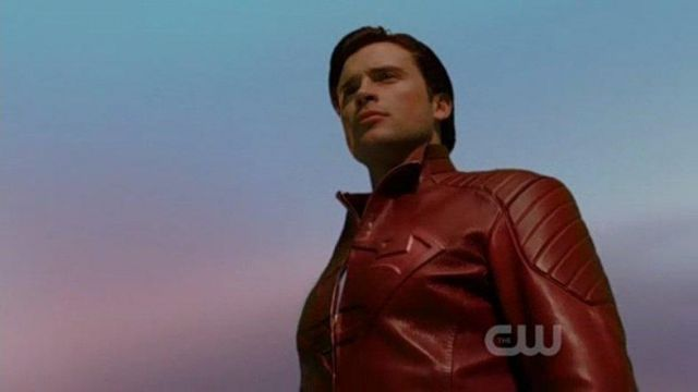 4c57bf91e Red leather jacket Clark Kent / Superman (Tom Welling) in Smallville ...