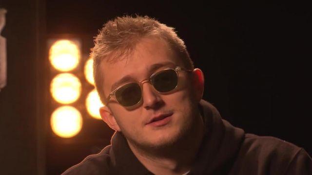 Les lunettes de soleil de Vald lors de son Interview Le Ring chez Deezer