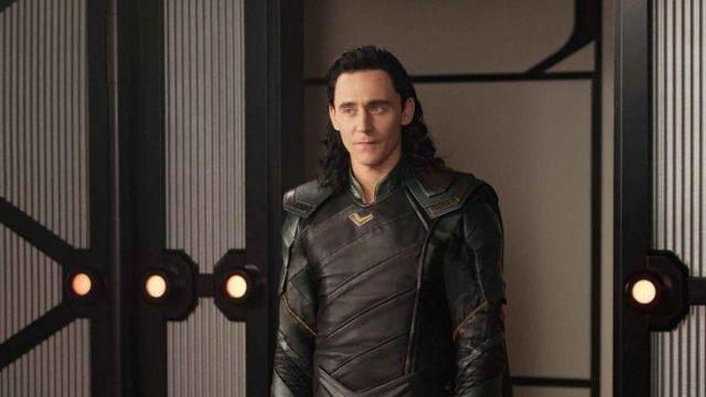 Costume Worn By Loki Tom Hiddleston As Seen In Thor Ragnarok Spotern