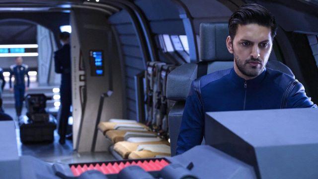 The uniform of the Starfleet blue lieutenant Ash Tyler (Shazad Latif) in Star Trek, Discovery S01E10