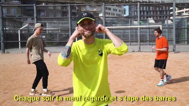 Le sweatshirt jaune de Squeezie dans sa vidéo YouTube Freestyle de Potes