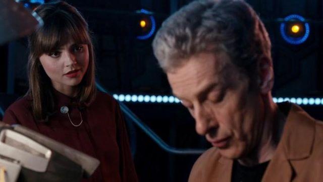 Lune Collier Clips porté par Clara Oswald (Jenna-Louise Coleman) comme vu dans Doctor Who (Le Gardien) S08E06