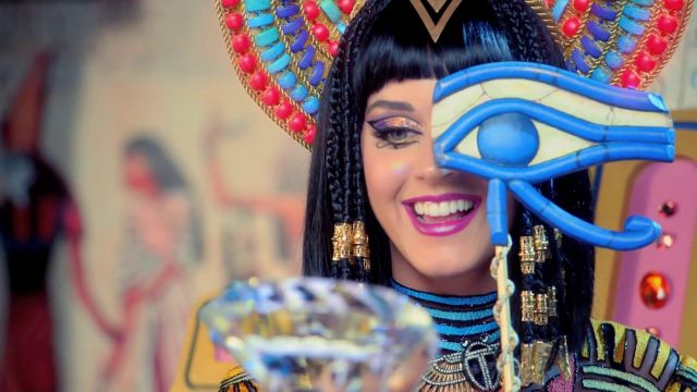 Katy Perry's crown and sceptra as seen in Dark Horse music video