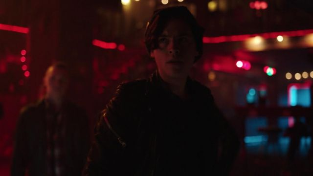 The beanie gray Jughead Jones (Cole Sprouse) in Riverdale S02E21
