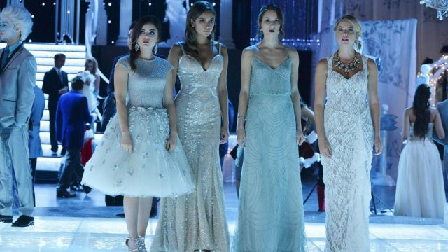 huella dactilar Relación repentino  The blue dress pearl of the Icy Ball of Spencer Hastings (Troian  Bellisario) Pretty Little Liars S05E13 | Spotern