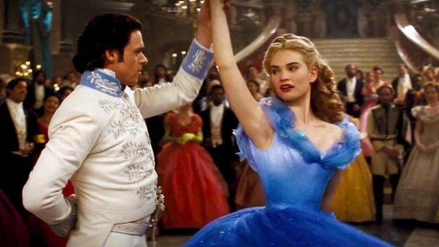 Le costume  de bal du prince Kit (Richard Madden) dans le film Cendrillon