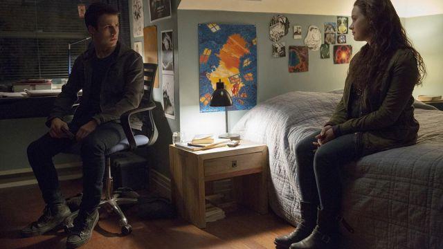 Sneakers black Clay Jensen (Dylan Minnette) in 13 Reasons Why season 2