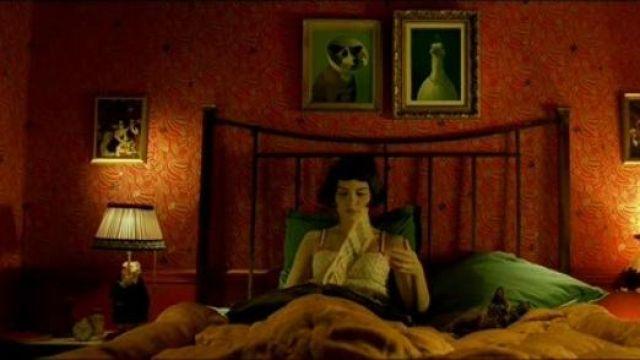 Le tableau Filmhound de Michael Sowa chez Amélie Poulain (Audrey Tautou) dans Le fabuleux destin d'Amélie Poulain