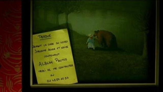 Le tableau Bear de Michael Sowa chez Amélie Poulain (Audrey Tautou) dans Le fabuleux destin d'Amélie Poulain