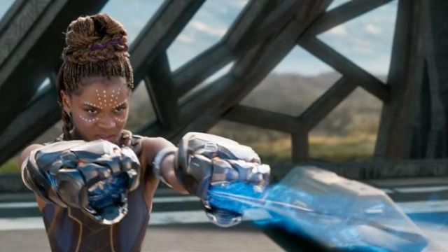 The replica of the fists in Vibranium Shuri (Letitia Wright) in Black Panther