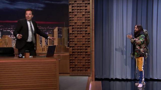 Le pantalon de survêtement Fear Of God X Complexcon de Jared Leto dans The Tonight Show Starring Jimmy Fallon