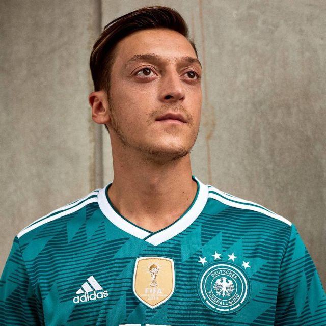 Le maillot officiel Adidas extérieur de l'Équipe d'Allemagne