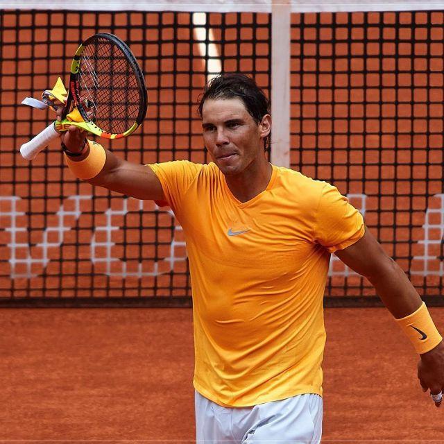 meilleur site web 6cba5 52339 Orange Nike Court AeroReact Rafa t-shirt worn by Rafael ...