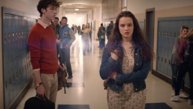 The jacket in the john J. Crew Hannah Baker (Katherine Langford) in 13 Reasons Why S02E01