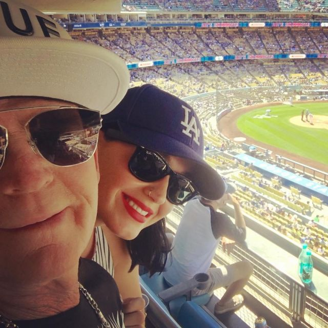 Sunglasses black Ray ban of Katy Perry on a photo to Instagram