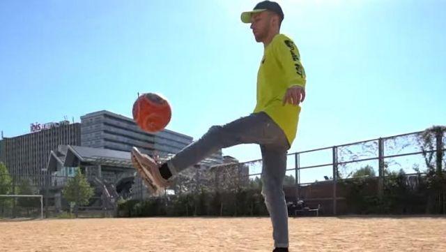 Le sweatshirt jaune Lazy Oaf de Squeezie sur sa vidéos YouTube Freestyle de Potes