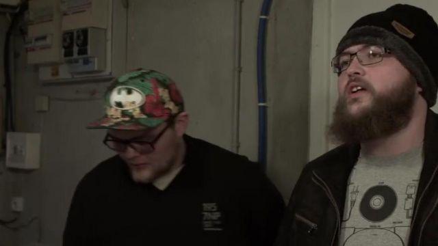 La casquette de Jérémy dans la la vidéo NMT sur les chansons françaises, avant de partir de Linksthesun