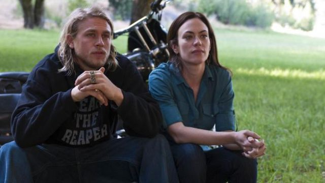 """The rings """"SO NS"""" Jax Teller (Charlie Hunman) in Sons of Anarchy S03E04"""