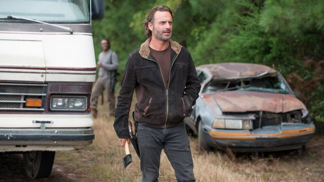 e334729b7 The bomber jacket in suede Rick Grimes (Andrew Lincoln) in The ...