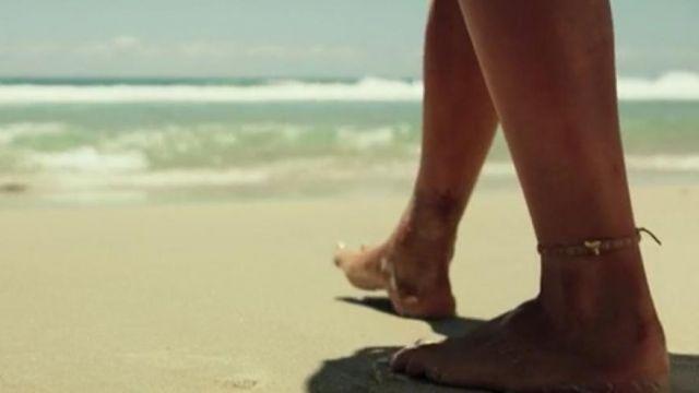 La chaine de cheville de Nancy Adams (Blake Lively) dans Instinct de Survie (The Shallows)
