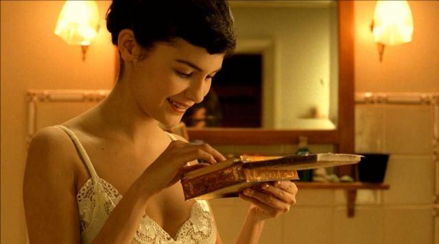 La boîte métallique de Amélie (Audrey Tautou) dans Le Fabuleux Destin d'Amélie Poulain