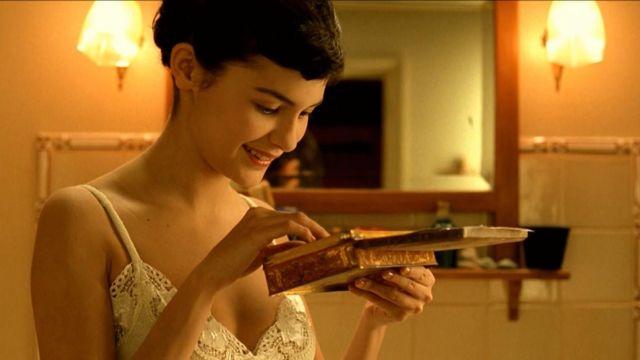La boite métallique de Amélie Poulain (Audrey Tautou) dans Le Fabuleux Destin d'Amélie Poulain