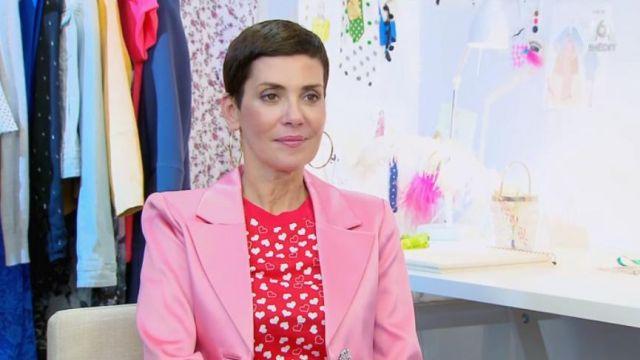 Le t-shirt rouge imprimé cœurs de Cristina Cordula dans #LRDS Les reines du shopping du 20/04/2018
